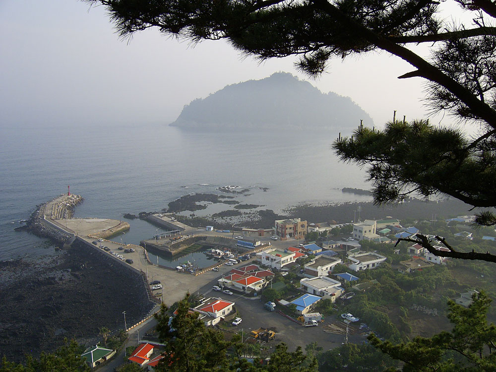 South view from Jejigi Oreum with Seopseom Island in the distance